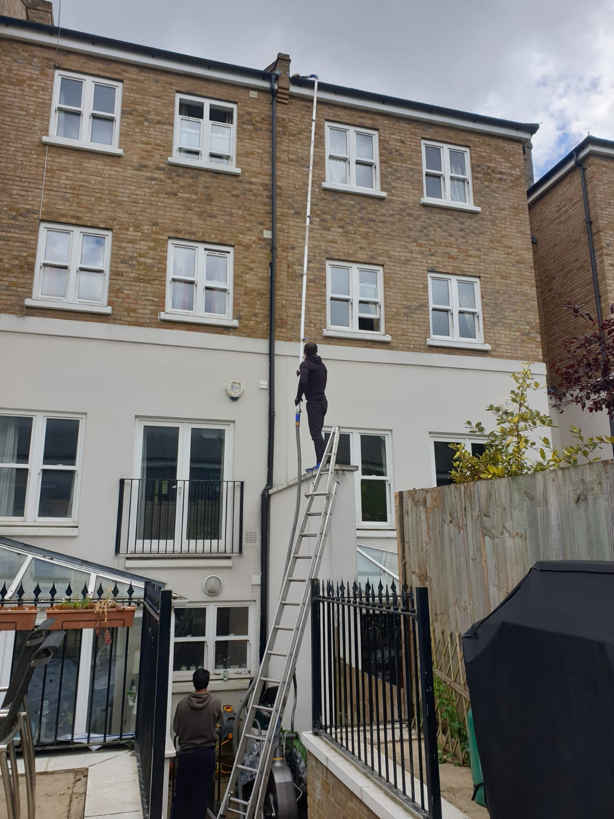 Professional Gutter Cleaning in London - Image 2